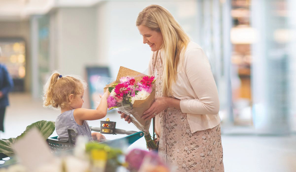 mom-and-daughter-shopping-for-flowers-the-square
